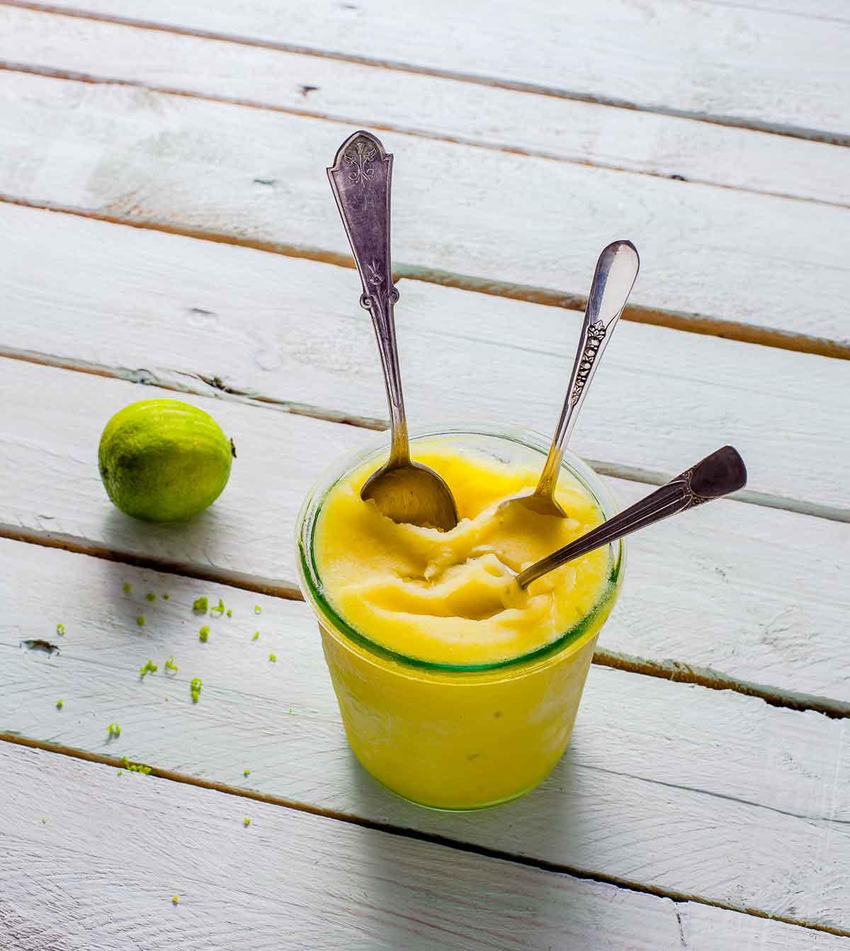 mango-limoen-sorbet_altijd_ijs_marleenvissser_sharelovenotsecrets-nl_